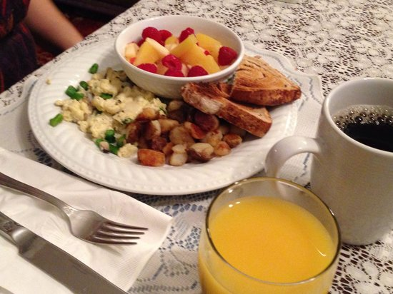 Kaleidoscope Inn: Healthy breakfast at 9am