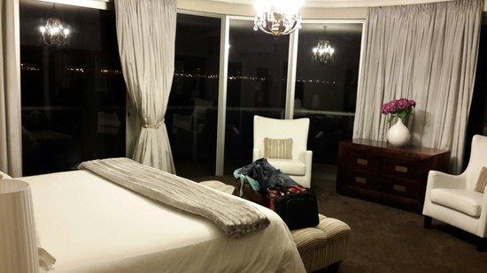 Atlantic Palms: Spacious main bedroom