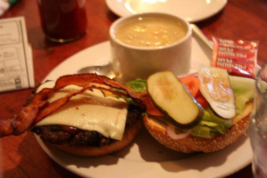 Black Knight Pub: スープのセット