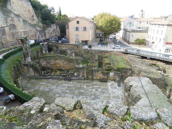 Roman Theatre of Orange: Il Tempio di Adriano.