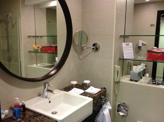 Aquamarine Hotel: Salle de bain
