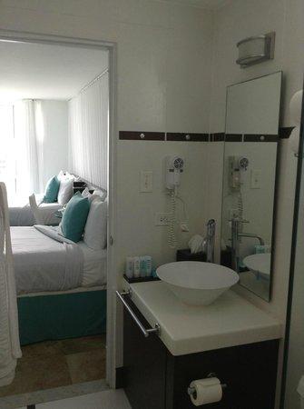 San Juan Water & Beach Club Hotel: bathroom