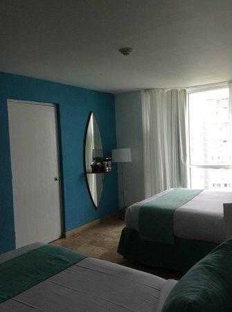 San Juan Water & Beach Club Hotel: room