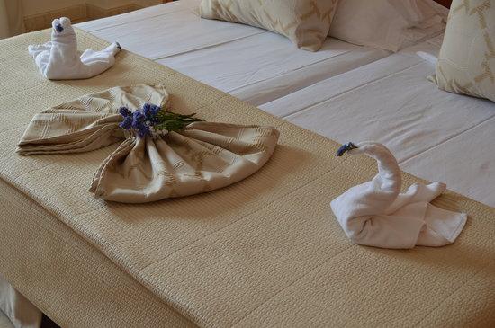Hotel Riu Garoe: Chamber Maid's Anniversary Surprise