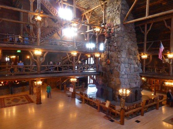 Old Faithful Inn: Early morning in the lobby.