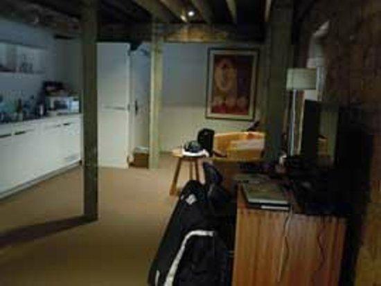 The Henry Jones Art Hotel: seating area / kitchen