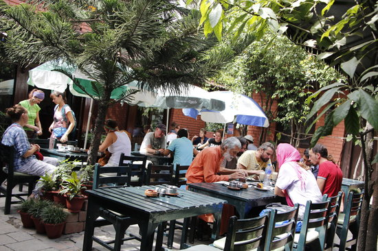 Hotel Mandap: Guests enjoying their drink and pastries.