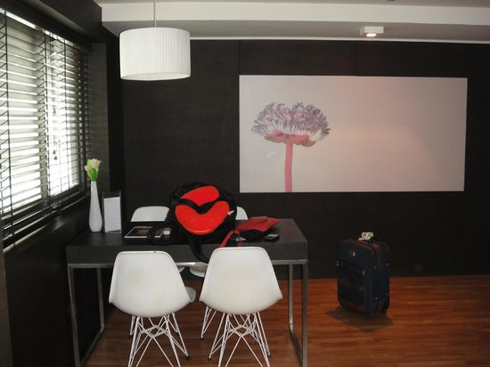 I-Residence Hotel Silom: Sitting are in our junior suite