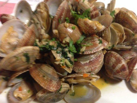 A Petisqueira : Portuguese clams!