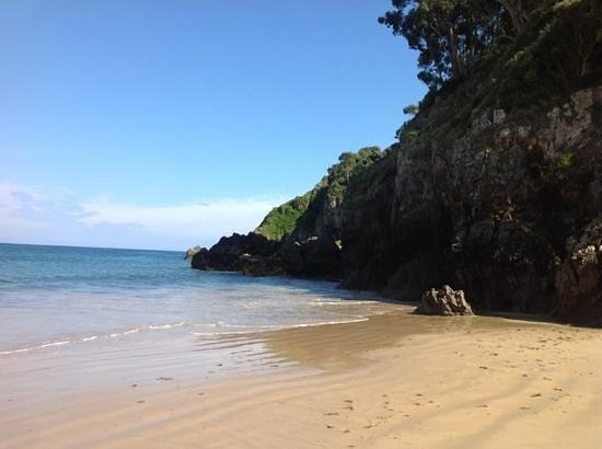 Amada Carlota Hotel Rural: beach Asturias