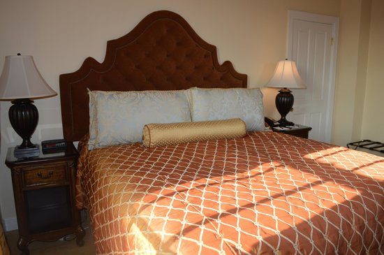 Montecito Inn: Queen Bed