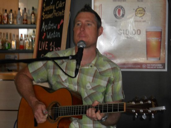 Panorama Restaurant and Bar: Andrew Winton performing To-day
