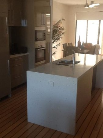 Mantra Boathouse Apartments : Great Serviceable Kitchen