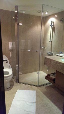 تايبيه فوليرتون هوتل - ساوث: bathroom