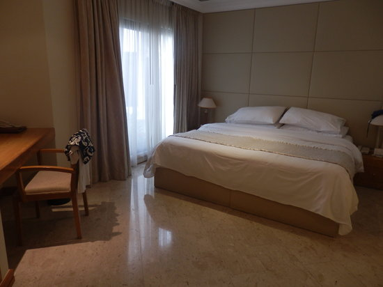 Dubai Marine Beach Resort and Spa: Suite junior