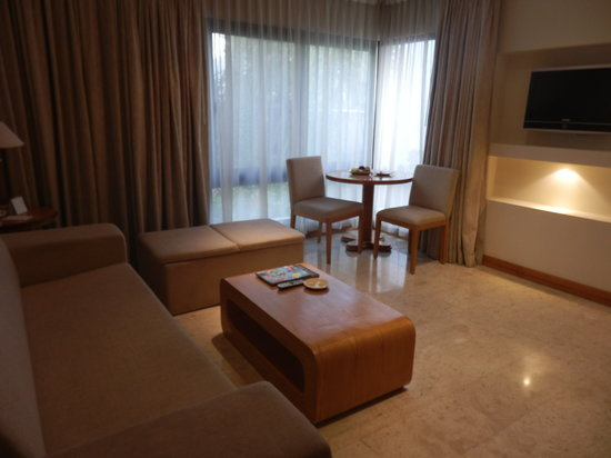 Dubai Marine Beach Resort and Spa: suite junior (salon)