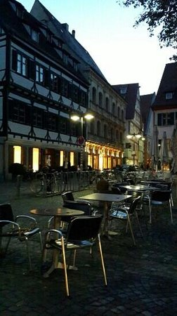 L'Osteria Ulm: desks at outside