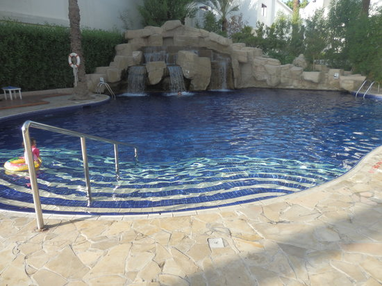 Dubai Marine Beach Resort and Spa: piscine