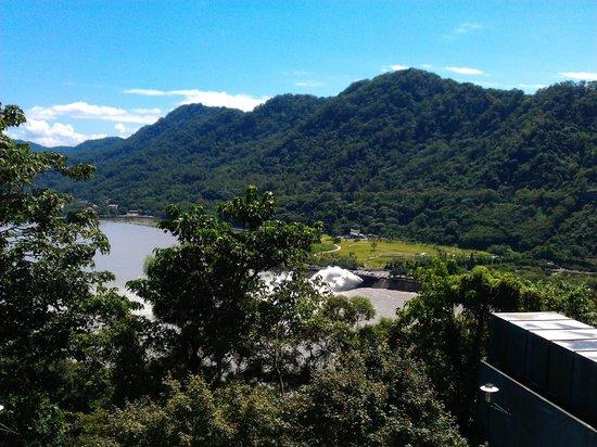 Howard Lake Resort Shihmen Dam: view