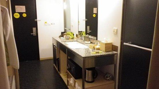 salle de bain de la chambre d\'hotel - Picture of amba Taipei ...