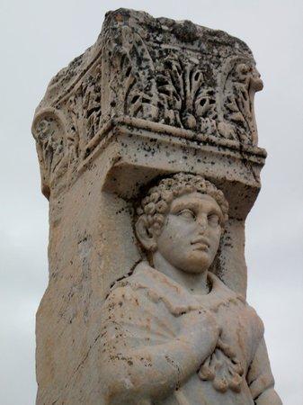 Antigua ciudad de Efeso: Ancient statue column