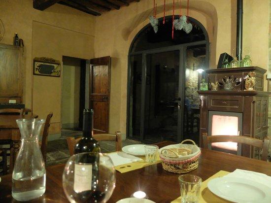 L'Ozio in Collina: La salle à manger le soir