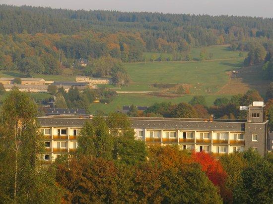 Familotel Aparthotel Am Rennsteig: Blick über das Hotel hinweg