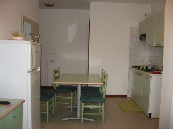 Residence Viale Venezia: Kitchen