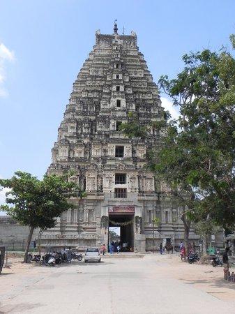 Hotel Hampi International: Viripaksha Temple, Mandapam, Hampi