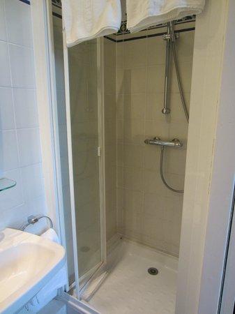 Hotel des Bains: Shower