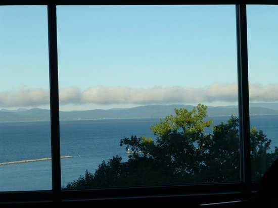 Courtyard Burlington Harbor : View from the bedroom early morning