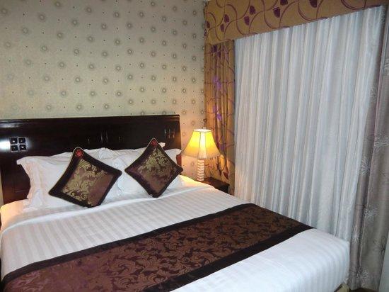 Golden Central Hotel: ベッド