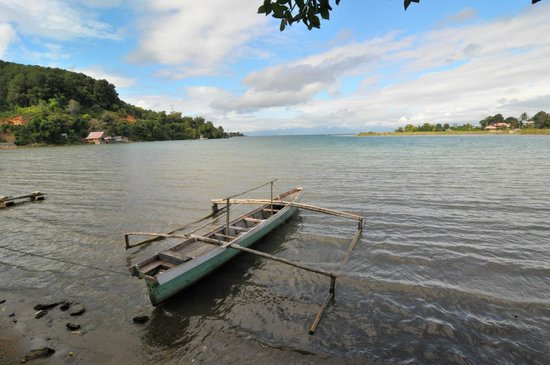 Victoria Hotel Tentena : The lake Poso is very close to the Victory hotel.