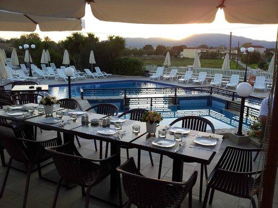 Venus Hotel & Suites: Wedding Breakfast as the sun set!
