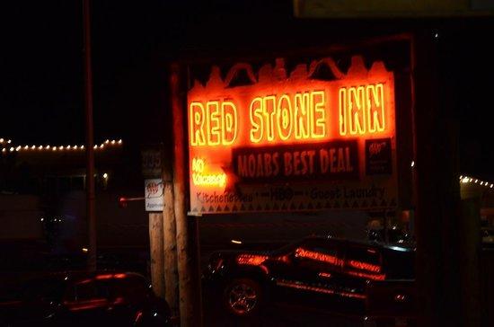 Red Stone Inn : L'insegna di notte