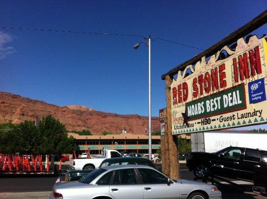 Red Stone Inn : L'insegna di giorno