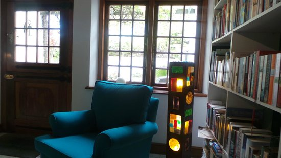 Akademie Street Boutique Hotel and Guest House: Library