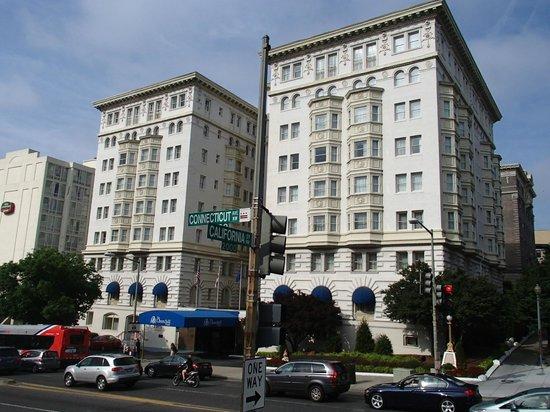 Churchill Hotel Near Embassy Row: Blick vom Hilton aus