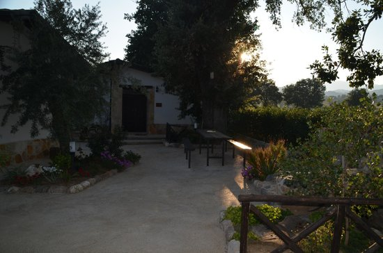 La Casa Nella Prateria : Die Pension ist eine Art Bungalow-Anlage mit mehreren kleinen Häuschen.