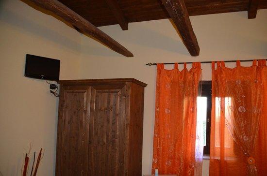 La Casa Nella Prateria : Die Holzbalkendecke lässt den Raum urig und gemütlich wirken.