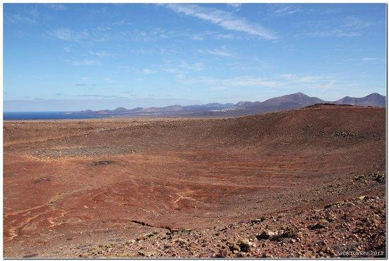Montana Roja : View across Montaña Roja crater