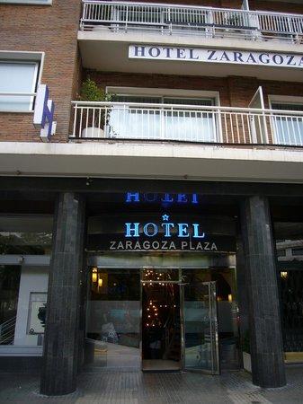 Hotel Zaragoza Plaza: entrada del hotel