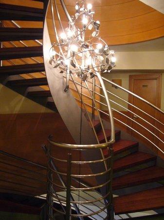 Hotel Zaragoza Plaza: escalera