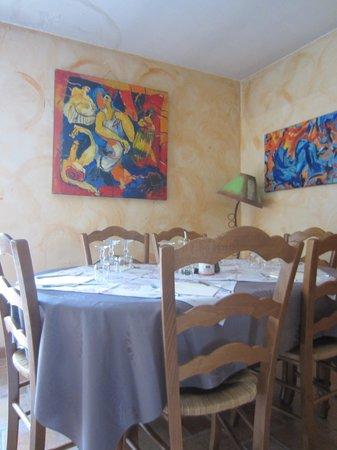 Le Bel Oustau : The restaurant, feeling warm & home