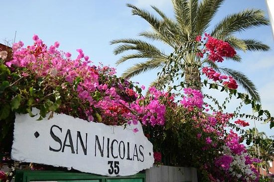 San Nicolas: Entrance