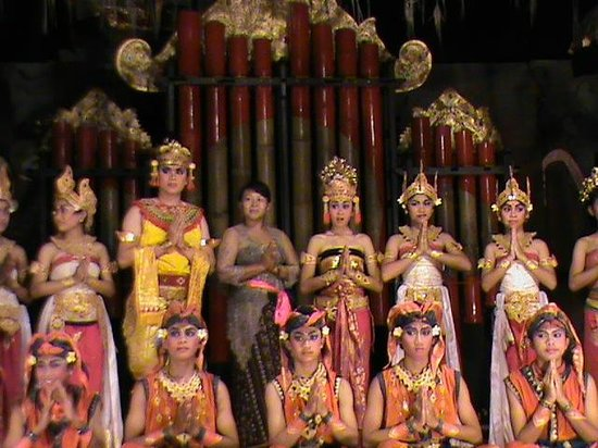 Pondok Permata Homestay: Jegog show where owner's daughter is a dancer