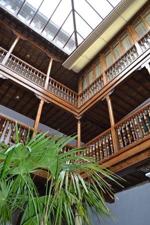 Palacio de Santa Ines: looking up in the lobby