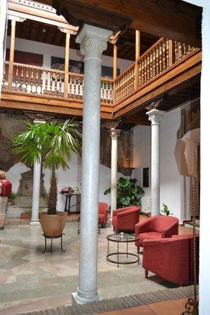 Palacio de Santa Ines: lobby