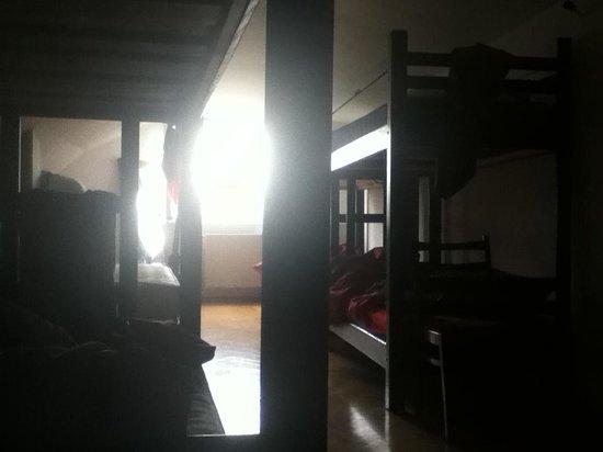 Ori Beli Hostel : Waking Up in the Dorm Room