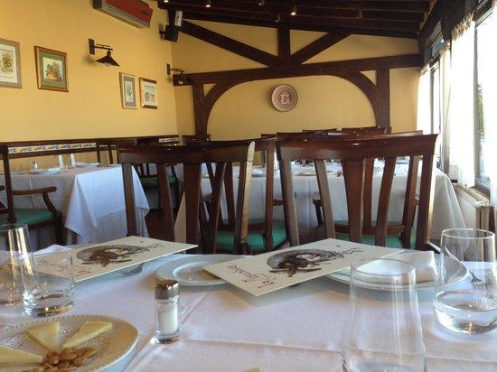 La Aguzadera: Salón Principal
